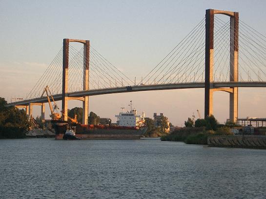 Puente del V Centenario en Sevilla